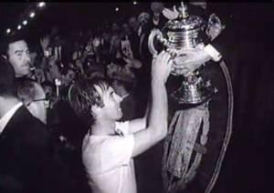 Lapetra alza la Copa de 1966